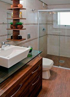 20 banheiros decorados com revestimento que imita madeira | Decor Alternativa