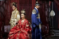 The top drama for the past one year from July 2013 to June 2014 was Empress Ki. The twice-a-week drama aired on MBC from October 2013 to April 2014 for 51 episodes, featuring a Goryeo-born woman (starred by Ha Ji-won) who ascends to power by marrying Emperor Huizong to become an empress of the Yuan Dynasty.