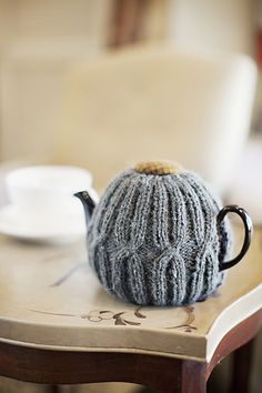 I always want to make tea cozies, but I don't even have a tea pot that is the right shape to use one.