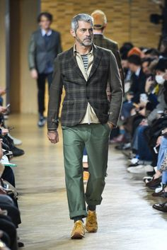 "Junya Watanabe Makes Old Look Cool for Utilizing patchwork and heritage style in ""Silver Swagger. Old Man Fashion, Love Fashion, Mens Fashion, Paris Fashion, Fashion Details, Fashion Clothes, Old Man Outfit, Old Man Clothes, Suit Shirts"