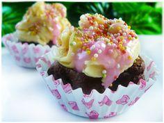 Czekoladowe muffiny z mlecznym kremem