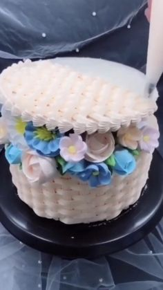 Use cake decorating tips for beautiful cake design Beautiful Cake Designs, Beautiful Cakes, Amazing Cakes, Cake Decorating Videos, Cake Decorating Techniques, Decorating Tips, Cake Decorating Piping, Cute Cakes, Pretty Cakes