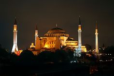 https://flic.kr/p/9SGBh | Ayasofya / Sainte Sophie / Haghia Sophia | A night picture of one of the most famous religious monuments ever built...  In fact, for over 900 years it was the largest christian monument in the world. It later became a mosque and finaly a museum...