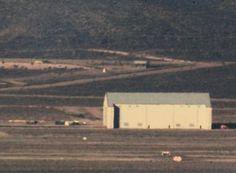 Área 51 tem experimentado mudanças nos últimos anos  Aprimoramentos nos portões da base secreta e construção de novos hangares comprovam que instalação continua em plena operação     Leia mais: http://ufo.com.br/noticias/rea-51-tem-experimentado-mudancas-nos-ultimos-anos    CRÉDITO: ARQUIVO    #Area51 #Nevada #CIA #USAF #UFOs #RevistaUFO