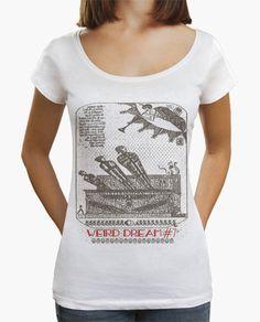 """Camiseta extraño sueño #7 De la serie """"Extraños sueños"""": séptimo bizarro sueño que mezcla el tarot egipcio, la estética medieval y otros símbolos misteriosos. Una momia resucita cuando suena la trompeta del  juicio final, es observada por un gato y una serpiente que encarnan dioses. En el cielo se escribe el destino. Este diseño intenta representar esas imágenes surrealistas llenas de arte, historia y delirio que me visitan cuando duermo.  T shirt Weird dream #7 From the series """"Strange…"""