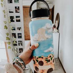 Be A VSCO Girl And We'll Reveal Your Personal Aesthetic hydro flasks (Affiliate link). Water Bottle Art, Cute Water Bottles, Water Bottle Design, Hydro Painting, Bottle Painting, Bob Ross, Custom Hydro Flask, Hydro Flask Water Bottle, Art Inspo