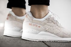 "ASICS GEL LYTE III ""ROSE GOLD PACK"" SLIGHT WHITE/SLIGHT WHITE  available at www.tint-footwear.com/asics-gel-lyte-iii-rose-gold-pack-h624l-9999  Asics gel lyte III Rose Gold Pack white leather sneakers runners kicks tint footwear studio munich"