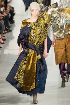 See the complete Maison Margiela Spring 2016 Couture collection.