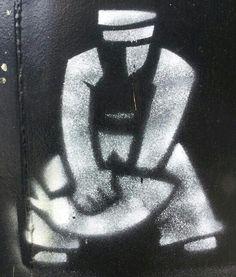 Pochoir sur l'atelier de Catherine Raoulas. Lieu noir Lieu jaune. Lorient
