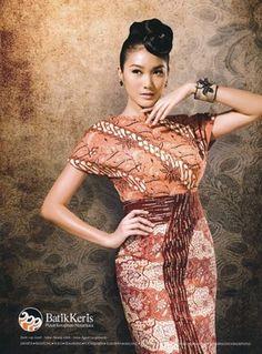 to ] Great to own a Ray-Ban sunglasses as summer gift.Batik dress from Batik Keris Batik Kebaya, Kebaya Dress, Batik Dress, Traditional Fabric, Traditional Fashion, Traditional Dresses, Batik Fashion, Asian Fashion, 3d Fashion