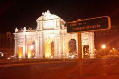 mírala! La Puerta de Alcalá