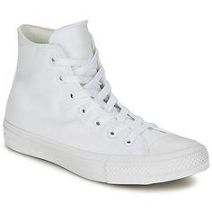 Zowel comfortabel als trendy, deze hoge sneaker van Converse is in één woord perfect. Het model krijgt een sportieve en eigentijdse look door de textielen schacht die wit van kleur is. Het model Chuck Taylor All Star Ii Hi is uitgerust met een textielen binnenvoering en een buitenzool van rubber. Dit halfhoge model is een urban sneaker bij uitstek! - Kleur : Wit - Schoenen € 64,00