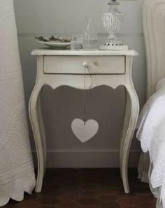 Beautiful, white primitive side table ♡ Love the bowed legs! (No link attached)