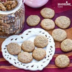 Pricomigdale fara zahar / Sugar-free walnut macarons - Madeline.ro Walnut Uses, Raw Vegan, Keto, Lchf, Macarons, Sugar Free, Food Processor Recipes, Almond, Vanilla