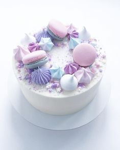 Today it& these pretty pastels - pinks purples & blues only. Today it& these pretty pastels – pinks purples & blues only… Happy Saturday! Today it& these pretty pastels – pinks… - Fancy Cakes, Cute Cakes, Pretty Cakes, Yummy Cakes, Beautiful Cakes, Amazing Cakes, Bolo Tumblr, Purple Cakes, Drip Cakes