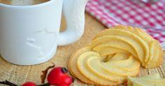Dánské máslové sušenky prodávané zpravidla v modré kovové dóze zná určitě každý. Jsou vynikající. Říkala jsem si, že taková domácí d... Food And Drink, Baking, Tableware, Travel, Dinnerware, Bakken, Tablewares, Bread, Backen