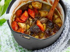 Välimeren lammaspata Ratatouille, Pot Roast, Thai Red Curry, Lamb, Food And Drink, Cooking Recipes, Lunch, Beef, Dinner