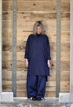 Abito Camicione .... Yohji Yamamoto http://www.lenastore.it/shop/abbigliamento/yohji-yamamoto/giacca-abito-camicione-blu/