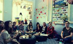 Quán cà phê cho dân phượt bốn phương ở Hà Nội  Quán cà phê trong ngõ ở phố Chùa Làng không chỉ là nơi các bạn trẻ yêu du lịch bụi chia sẻ về hành trình đã trải qua, mà còn là trạm dừng chân thú vị cho những ai muốn tìm hiểu về một Việt Nam thu nhỏ.  #dulichvietnam #24hdulich #tintucdulich #sotaydulich #camnangdulich