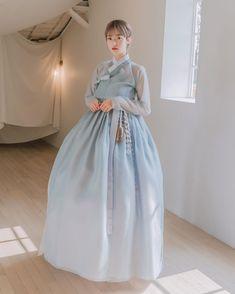 Korean Traditional Dress, Traditional Fashion, Traditional Dresses, Korean Hanbok, Korean Dress, Dress Outfits, Fashion Dresses, Star Fashion, Womens Fashion