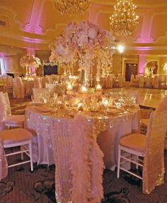 Hotel Del Coronado in San Diego - Striking glitzy and glamorous pink decor