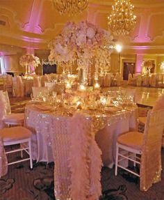 Hotel Del Coronado in San Diego - Striking glitzy and glamorous pink decor