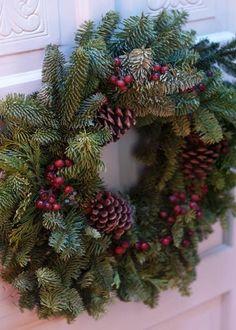 A Williamsburg Christmas!!! Bebe'!!! Love this festive evergreen wreath!!!