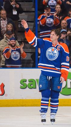 Once an Oiler sways an Oiler. Hockey Rules, Funny Hockey, Nhl, Hockey Posters, Sports Trophies, Hockey Boards, Wayne Gretzky, Edmonton Oilers, National Hockey League