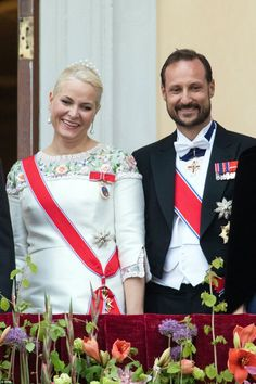 Crown princess Mette Marit of Norway (L) and Crown Prince Haakon of Norway smiled as they looked at the onlookers