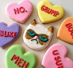 Tard the Grumpy Cat Valentine's Day cookies Grumpy Cat Valentines, Grumpy Cat Birthday, Hate Valentines Day, Birthday Cake For Cat, Valentines Day Cookies, Funny Valentine, Funny Birthday, Valentines Hearts, Valentines Food