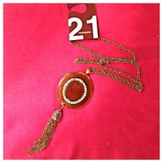 Vintage inspired boho medallion necklace!! This cool piece def is something different. From Forever 21, never worn. Chain is approx a foot long. Discoloration is one of the gems for some odd reason. Forever 21 Jewelry Necklaces