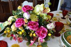 CESTINO Lucrezia - PatriziaB.com  Delizioso cestino centrotavola, meravigliosa composizione di orchidee, rose e ramoscelli di limoni in una calda tonalità magenta / oro