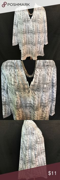 "Jacklyn Smith Blouse Size XXL Nice lightweight Blouse by Jacklyn Smith. Silver Zip longer in the back than the front. Size XXL chest measures 24"" and is 29"" long in the front. ❤️😊🐾 Jacklyn Smith  Tops Blouses"