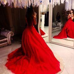 El look de la seducción - vestidos en rojo pasión...  El rojo es uno de los colores más atrevidos y, a la vez, de los más favorecedores.