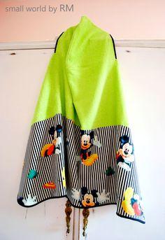 Capa de baño de Mickey Mouse, confeccionada  rizo 100% algodón de calidad extra. Tallas desde 1 año hasta 6-8.Colores: verde, rojo, negro, amarillo