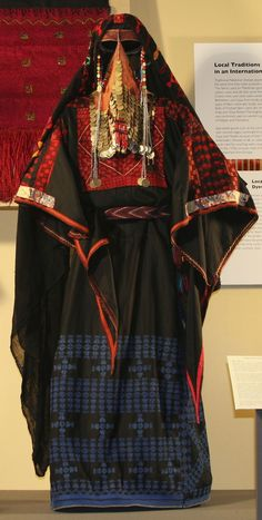 Beersheban Bedouin traditional Costume from Palestine. Traditional Fashion, Traditional Dresses, Costume Ethnique, Costumes Around The World, Palestinian Embroidery, We Are The World, Ethnic Dress, Folk Costume, Ethnic Fashion