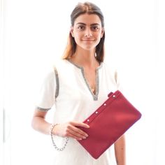 Use the smaller pouch of the NB LONDON multi-functional bag as a clutch & dress it up with the chain! Discover more options at Nella-Bella.com #NellaBellaBrand #Canada #Handbags #Fashion #Vegan #Style #New #Bags #Totes #Satchel #Clutch #Messenger #Chic #Trend #Design #Instyle #StreetStyle #Love #Everyday #Collection #Whattowear #online #ootd #designer #style #women #whatsnew