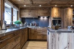 Wood finish options for kitchen Chalet Design, Küchen Design, House Design, Chalet Style, Wooden Kitchen, Rustic Kitchen, Stone Kitchen, Kitchen Interior, Interior Design Living Room
