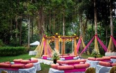 Simple and lively decoration ideas for haldi-mehendi ceremony, to make it more fun packed. These ideas will create the right ambiance for the function. Desi Wedding Decor, Indian Wedding Theme, Outdoor Indian Wedding, Wedding Mandap, Wedding Events, Rustic Wedding, Wedding Ideas, Wedding Cars, Indian Weddings
