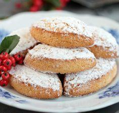 Precious Christmas Cookies: Ricciarelli di Siena http://www.italymagazine.com/recipe/precious-christmas-cookies-ricciarelli-di-siena