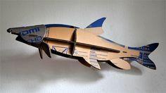 Bouwplaten. Barbeel. Vis: bouwplaat van een barbeel, gesneden uit een kartonnen verpakking. Grafisch Ontwerpers Arnhem