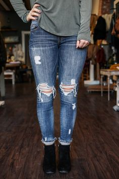 Perfectly distressed is how we like our denim! This wardrobe staple is the ultimate building block for an effortlessly chic ensemble! Our Sacramento Denim is a pair of low rise, medium wash, skinny je