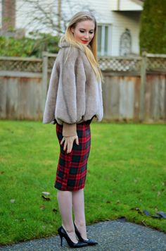 Vancouver Vogue blog: holiday outfit fashion! Faux fur cape, Topshop skirt