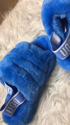 Ugg Sandals, Ugg Shoes, Shoe Boots, Fluffy Shoes, Fashion Slippers, Ugg Slippers, Teenage Girl Outfits, Comfy Shoes, Dream Shoes