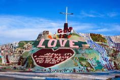 Salvation mountain by Niland in California  created and buildt by the artist Leonardo shows 30 years devotion to god and the artwork