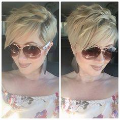 Colorful & Stylish Easy Pixie Haircut Ideas - Short Pixie Cut 2019 - 2020 Stylish Easy Pixie Haircut for Women - Cute Short Hairstyle IdeasStylish Easy Pixie Haircut for Women - Cute Short Hairstyle Ideas Haircuts For Fine Hair, Short Pixie Haircuts, Cute Hairstyles For Short Hair, Pixie Hairstyles, Short Hair Cuts, Short Hair Styles, Blonde Pixie Haircut, Blonde Hair, Short Blonde
