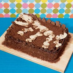 Such a cool cake! Can't wait to make it for my sons 6th birthday, doing a digging for dinosaurs theme!