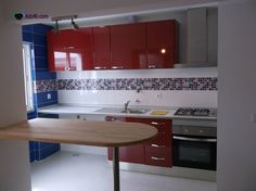 T1 totalmente remodelado e com acabamentos de luxo. Sala com 30 m2 em open space com a cozinha. Cozinha equipada com placa, forno e exaustor. Electricidade, canalização, esgoto e gás da cida...