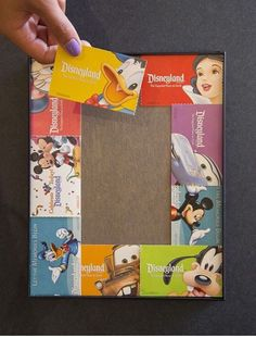Show Your DIY Disney Side: Disney Parks Guide Map Photo Mat. Or use the Disney collectible park entry cards. Disney Diy, Deco Disney, Disney Home Decor, Disney Dream, Disney Love, Disney Stuff, Disney Magic, Diy Disney Gifts, Disneyland Trip