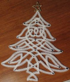 Foto Bobbin Lace Patterns, Doily Patterns, Christmas Decorations, Christmas Ornaments, Holiday Decor, Holiday Crochet, Point Lace, Needle Lace, Lace Making